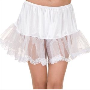 🎃 White Laced Trimmed Petticoat